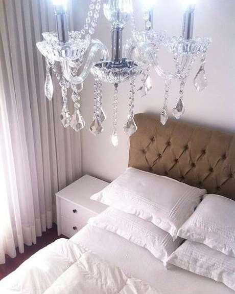 28. O lustre em cristal menor pode ser usado no seu quarto também – Por: Eurolume