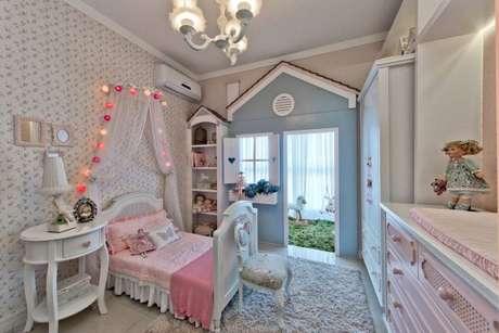 57. O quarto infantil com cama com dossel iluminada – Por: Traço Arquitetura