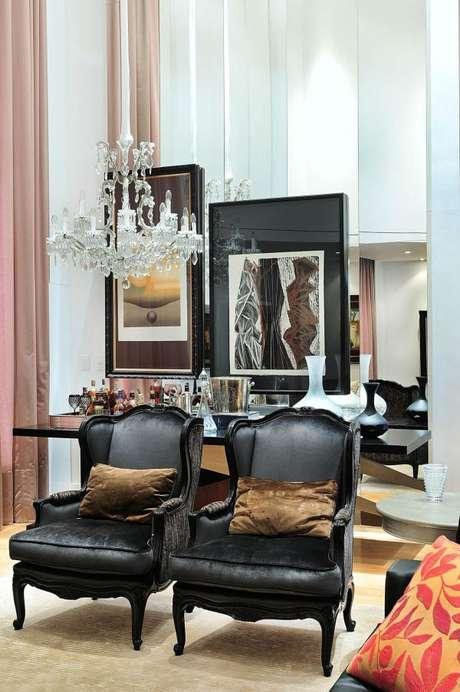 38. Sala de estar com lustre candelabro de cristais – Por: Moreno Interiores