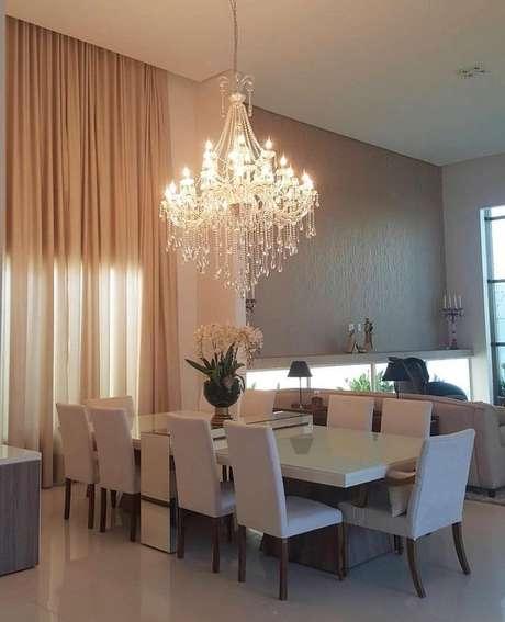 31. Coloque o lustre candelabro acima da mesa de jantar – Por: Debota Simony