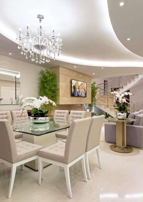 32. Use o lustre candelabro para decorar sua sala de jantar – Por: Iara Kilaris