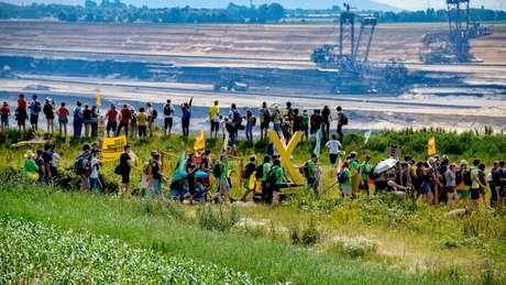 Protesto em 22 de junho por fechamento de mina de carvão na Alemanha; país se comprometeu a abolir energia dessa fonte, mas ambientalistas defendem que isso ocorra com mais rapidez