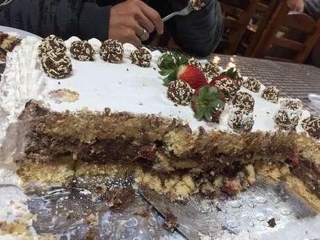 Bolo de aniversário - mousse de chocolate c/ morangos