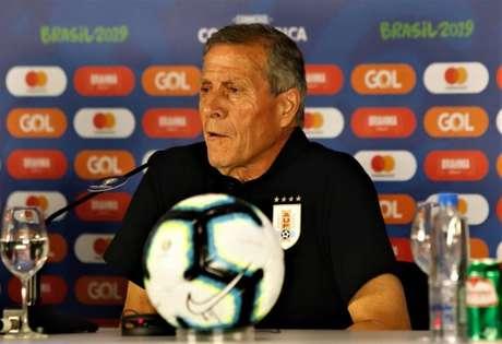 Técnico do Uruguai, Óscar Tabárez, em coletiva de imprensa (Foto: Reprodução/Twitter)