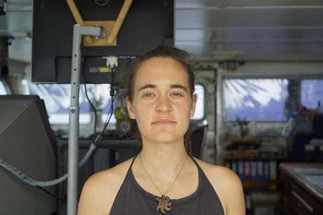Carola Rackete é acusada de favorecer imigração clandestina e de violência contra navio oficial