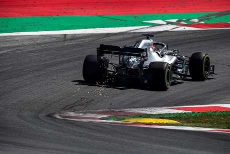 Hamilton acha que superaquecimento não foi um problema para a Ferrari e Red Bull
