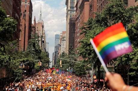 Ativistas criticaram a organização da Parada do Orgulho Gay por ter se aproximado de empresas para patrocinar o evento