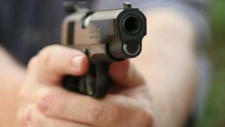 Pesquisas revelam que maioria da população não apoia flexibilização do acesso a armas