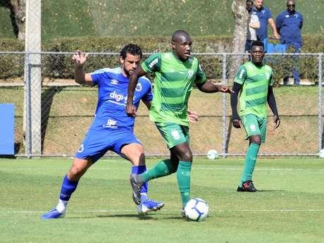 O Coelho superou a Raposa no jogo-treino desta segunda-feira, vencendo por 2 a 1-(Mourão Panda/América-MG)