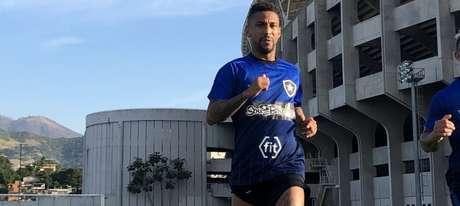 Biro-Biro apareceu para treinar (Foto: Divulgação/Botafogo)
