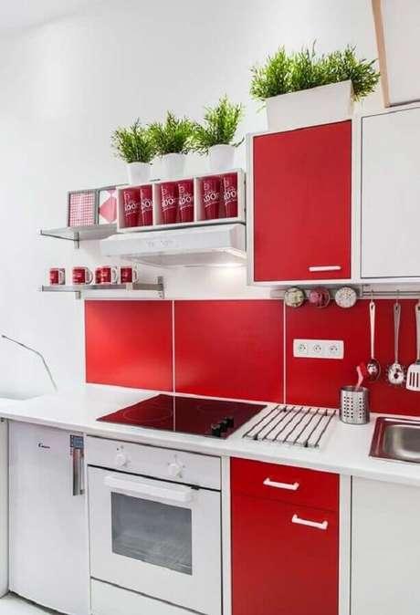 28. Fuja do tradicional e invista em uma decoração de cozinha vermelha e branca – Foto: Ideias Decor