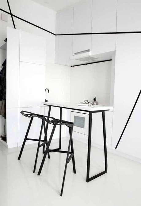 37. Decoração moderna para cozinha planejada branca e pequena – Foto: Rumah Idaman