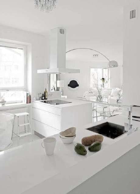 41. Cozinha branca decorada – Foto: Scent of Obsession