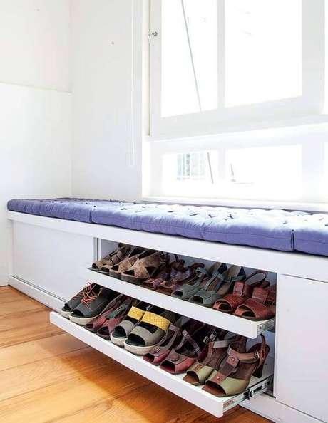 75. Modelos de guarda roupa com sapateira embaixo da cama planejada – Por: Pinterest