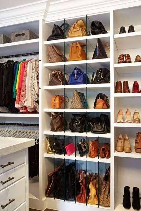 22. Modelos de guarda roupa para pessoas organizadas – Por: Blog Chega de Bagunça