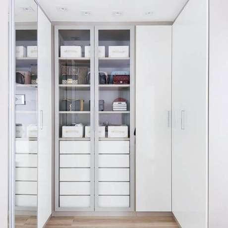23. Confira os modelos de guarda roupa branco para quartos pequenos – Por: Camila Polisel