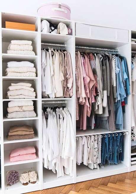 30. Modelos de guarda roupa com cabideiro para ganhar espaço – Por: Blog Amar