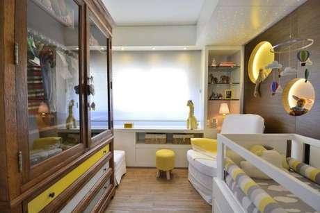 37. Modelos de guarda roupa para quarto de bebê amarelo e alegre – Por: BG Arquitetura