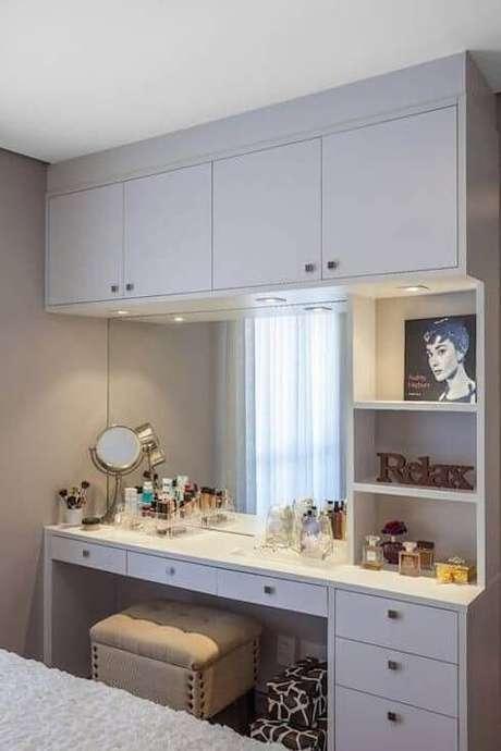 61. Modelos de guarda roupa para quartos planejados com penteadeira