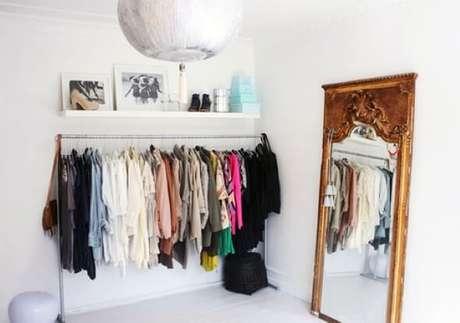 89. Modelos de guarda roupa com araras para closet – Por: Pinterest