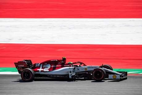 """Giovinazzi diz que tirou """"peso dos ombros"""" depois de marcar primeiro ponto na F1"""