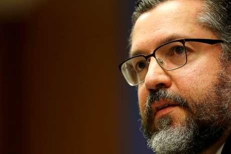 Ministro Ernesto Araujo fala durante entrevista no Itamaraty 2/7/2019 REUTERS/Adriano Machado