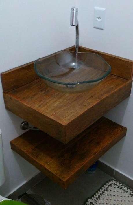 4. A bancada de madeira utilizada no banheiro pode ser simples. Foto: Mercado Livre