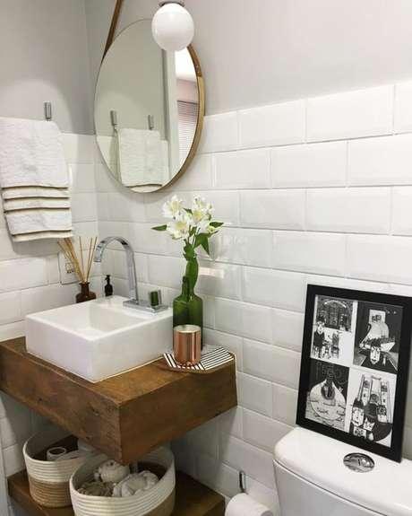 11. A bancada de madeira utilizada no banheiro deve ser resistente. Foto: Tua Casa