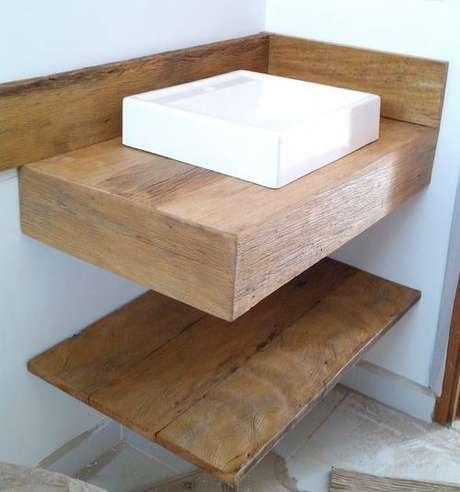 56. A bancada de madeira costuma ser utilizada em andares. Foto: Mercado Livre
