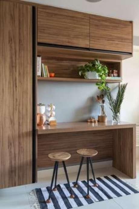 61. A bancada de madeira pode estar associado a um armário de cozinha. Foto: Casa de Valentina