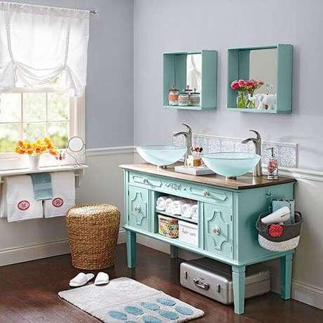 47. Cuba de vidro para banheiro colorido e moderno de casal – Por: Pinterest