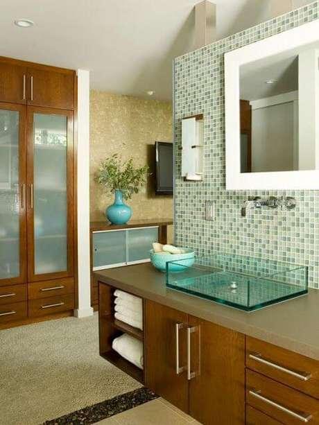 11. Banheiro com cuba de vidro quadrada – Por: Pinterest