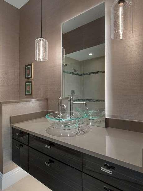 62. Cuba de Vidro para banheiro decorado com pendentes – Por: Pinterest
