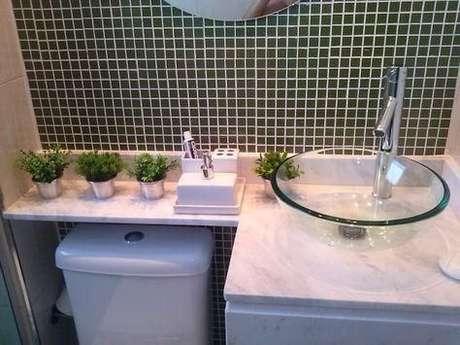15. Uma cuba de vidro para banheiro clássico – Por: Pinterest