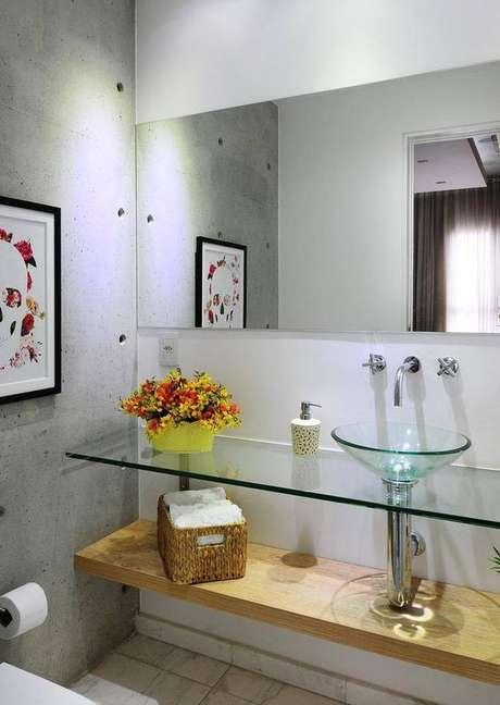 63. Banheiro decorado com flores – Por: Pinterest