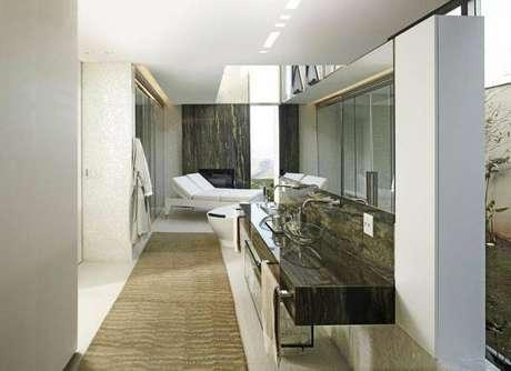 22. Cuba de vidro para banheiro de casal com detalhes modernos – Por: Pinterest