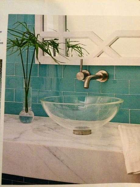 24. Cuba de vidro para banheiro moderno e colorido – Por: Pinterest