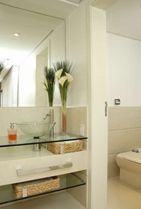 27. Cuba de vidro para banheiro clean e elegante – Por: