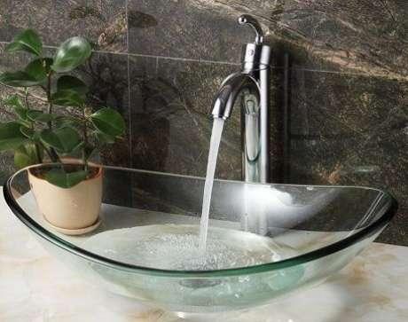 53. Cuba de vidro para banheiro pequeno