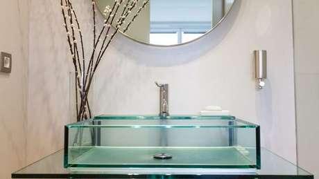58. Cuba de vidro quadrada para banheiros modernos e surpreendentes