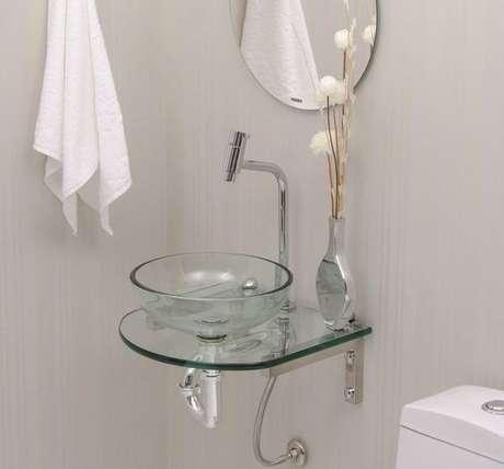 59. Cuba de vidro para banheiro pequeno e bem decorado – Por: Madeira Madeira