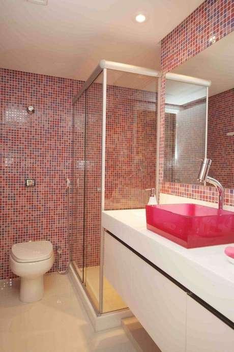 5. Cuba de vidro colorido para banheiros alegres e modernos – Por: Pinterest