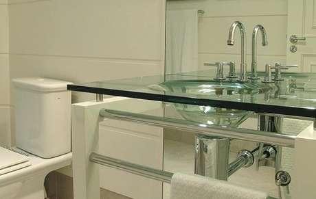 36. Cuba de vidro simples para banheiros clean – Por: Pinterest