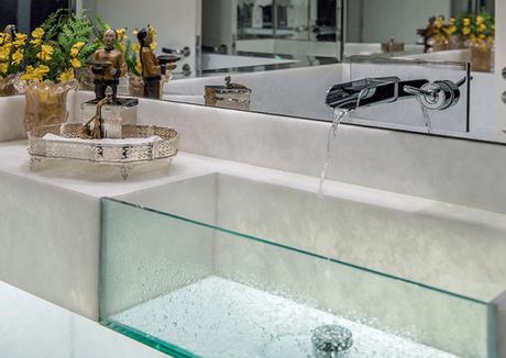 4. Cuba de vidro para lavabo com bancada – Por: Decor Salteado