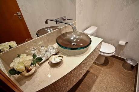41. Cuba de vidro com papel de parede no banheiro – Por: Elizabethmar