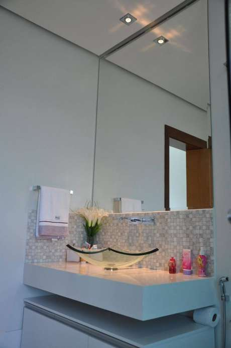42. Cuba de vidro para ambiente clean e elegante – Por: Claudia Breias