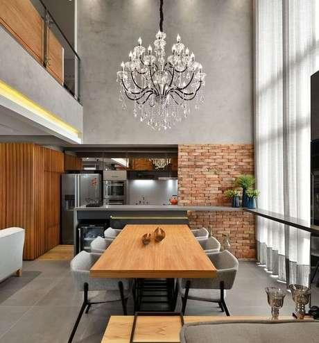 6. Modelos de lustres para sala de jantar, pelo contrário, possuem mais detalhes. Foto: Decor Fácil