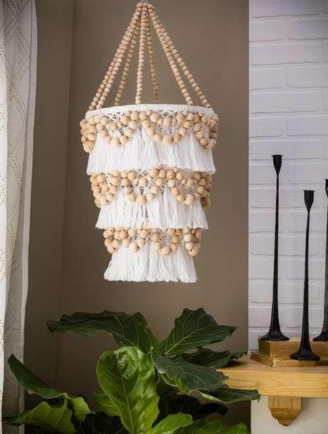 55. O uso de tecidos é muito comum em alguns modelos de lustres. Foto: Elo7
