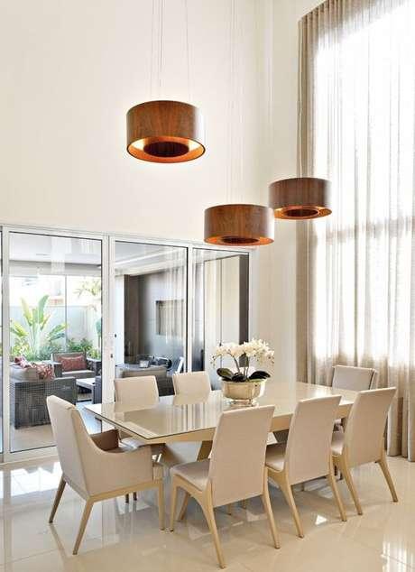 2. Modelos de lustres simples são muito bons para decorações modernas. Foto: Comore