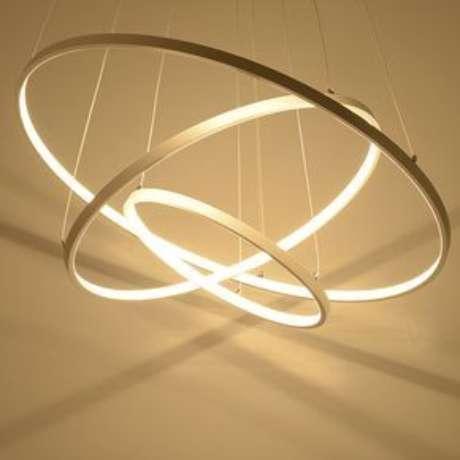 62. Muitos modelos de lustres possuem sistemas de iluminação diferenciados. Foto: Ali Express